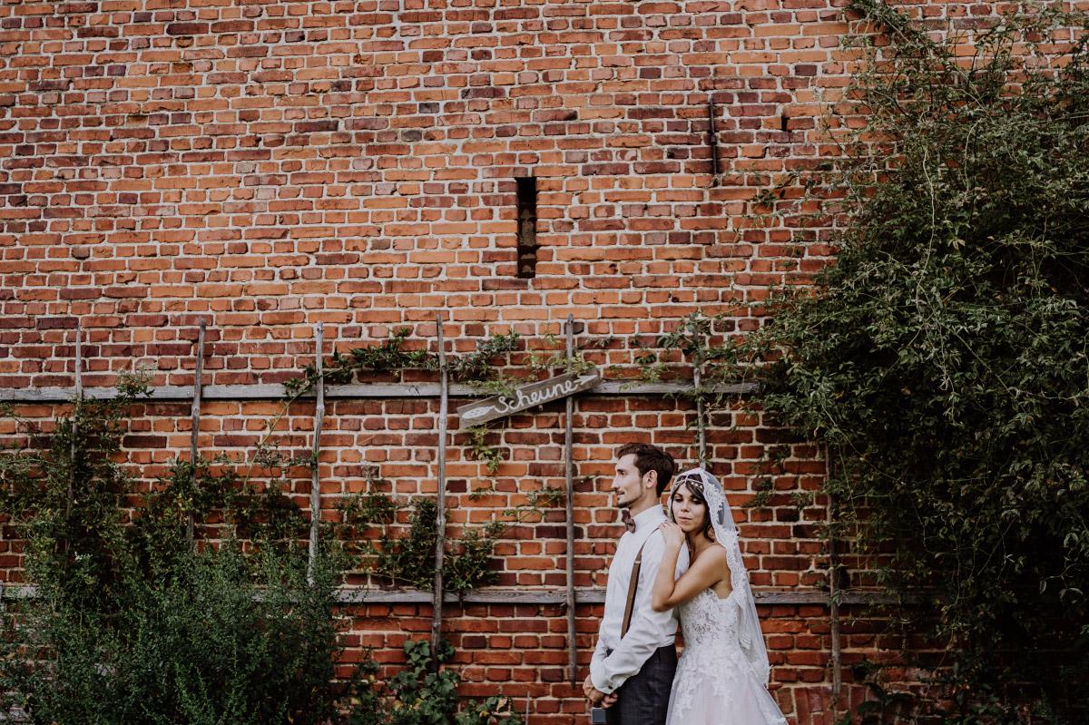 DIY-Gartenhochzeit mit Scheune Hochzeit vintage und boho Stil in Brandenburg Gartenglück Wegendorf von Hochzeitsfotograf aus Berlin #hochzeitslicht © www.hochzeitslicht.de