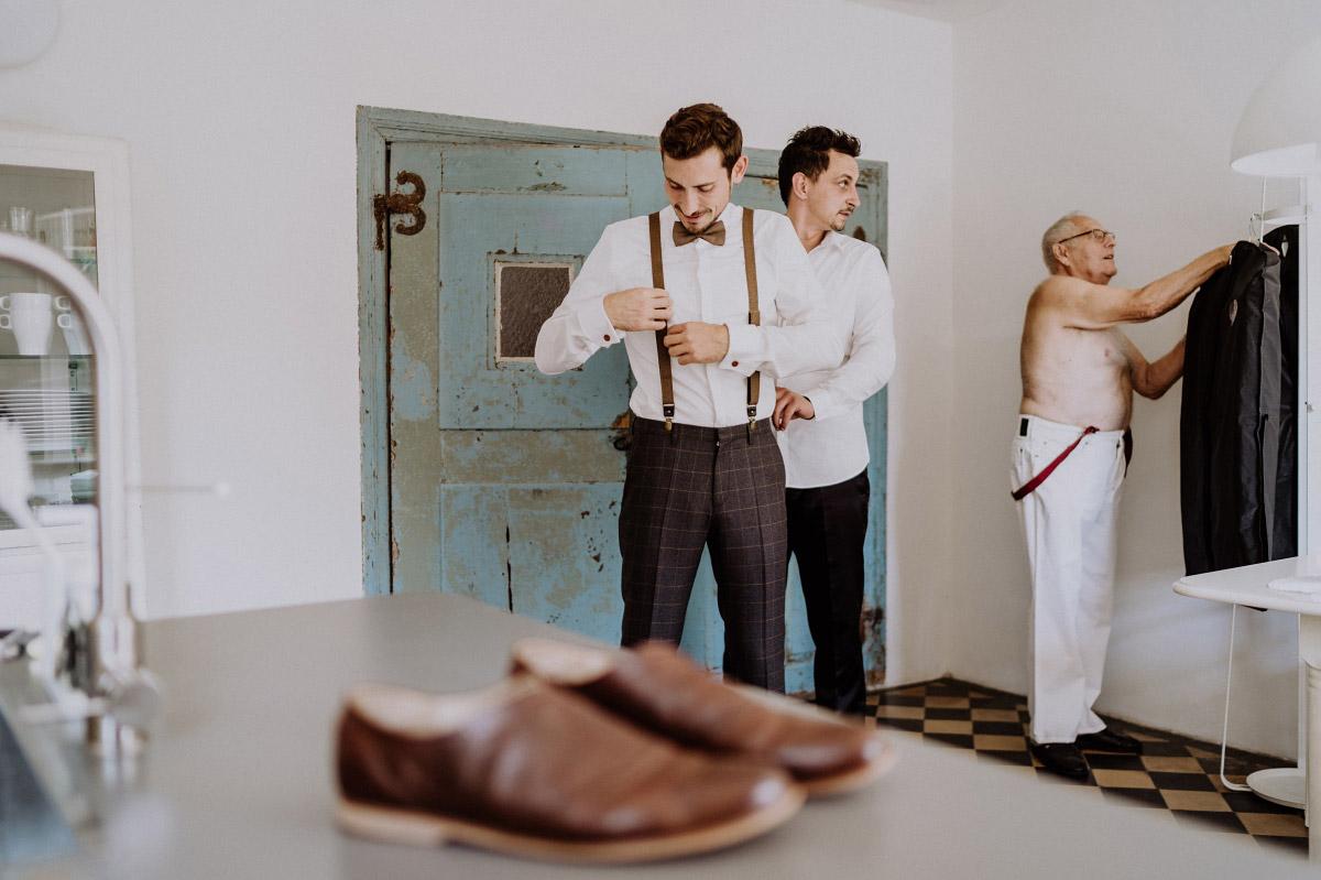 Hochzeitsfotos DIY-Gartenhochzeit mit Scheune Hochzeit vintage und boho Stil in Brandenburg Gartenglück Wegendorf von Hochzeitsfotograf aus Berlin #hochzeitslicht © www.hochzeitslicht.de