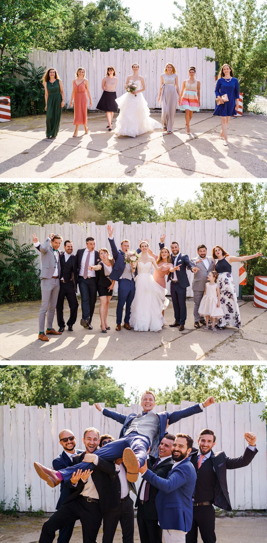 Hochzeit Gruppenfoto: Freunde Gruppenbild mit Brautpaar - lustig und kreativ - gesucht? #gruppenbild #gruppenfoto Idee für Braut und Bräutigam auf vintage #hochzeit in Berlin - so schön kann Heiraten mit freier Trauung nach dem Standesamt in der Hochzeitslocation Von Greifswald sein - Hochzeitsfotos von #hochzeitslicht © www.hochzeitslicht.de