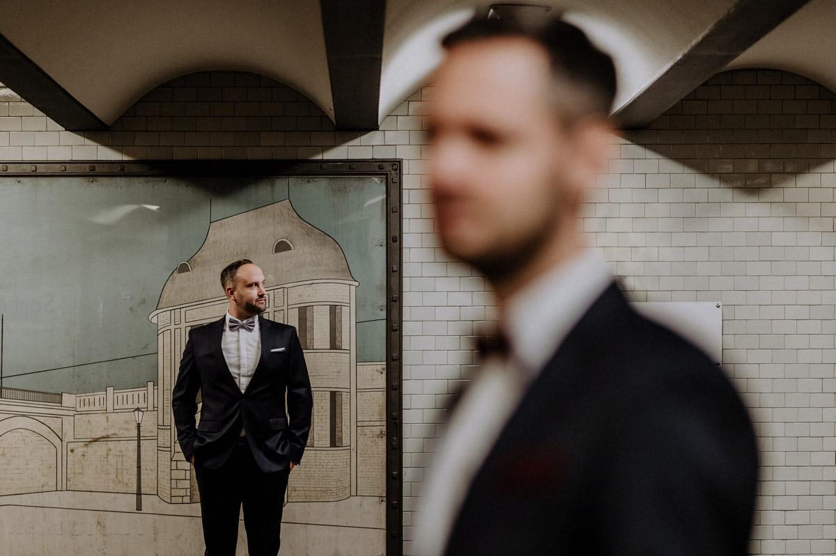 Hochzeitsfotograf Berlin Villa Kogge Standesamt Berlin urbane homo Hochzeit Fotoshooting von Hochzeitsfotograf © www.hochzeitslicht.de #hochzeitslicht #gleichgeschlechtlich #homo #hochzeit #männer #schwul #gaywedding #urban gay wedding photos grooms, gay wedding outfit mens fashion