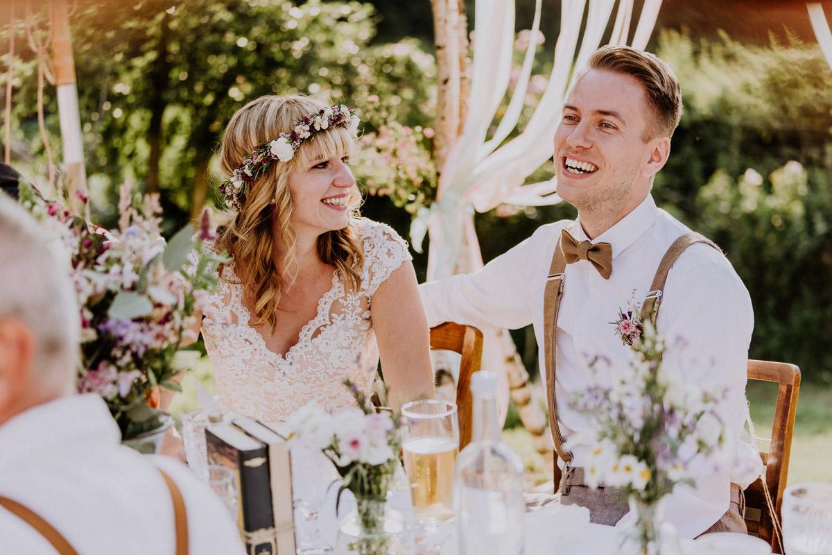 vintage Hochzeit in Scheune mit Garten in Brandenburg Ferienscheune Barnimer Feldmark von Hochzeitsfotograf aus Berlin #hochzeitslicht © www.hochzeitslicht.de