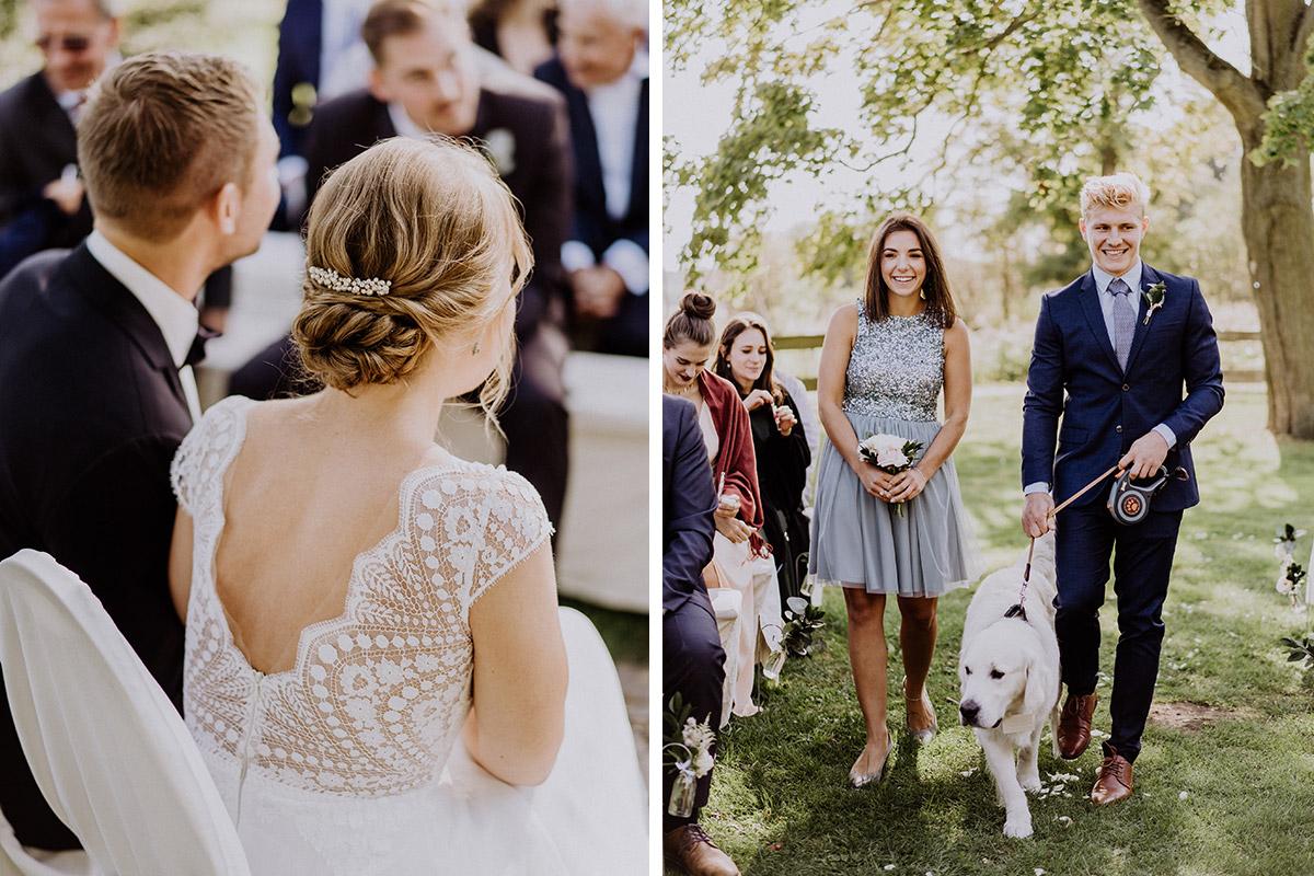 freie Trauung mit Hund - vintage Hochzeit in Scheune mit Garten im Schloss Diedersdorf von Hochzeitsfotografin aus Berlin #hochzeitslicht © www.hochzeitslicht.de