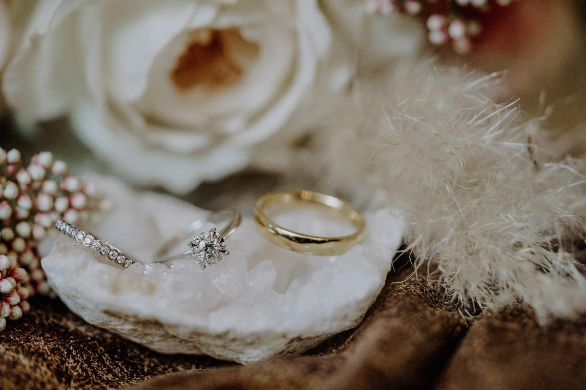 Idee Hochzeitsfoto Eheringe - Standesamt Hochzeit Foto Ideen und Tipps Regenhochzeit von Hochzeitsfotografin Berlin © www.hochzeitslicht.de #hochzeitslicht
