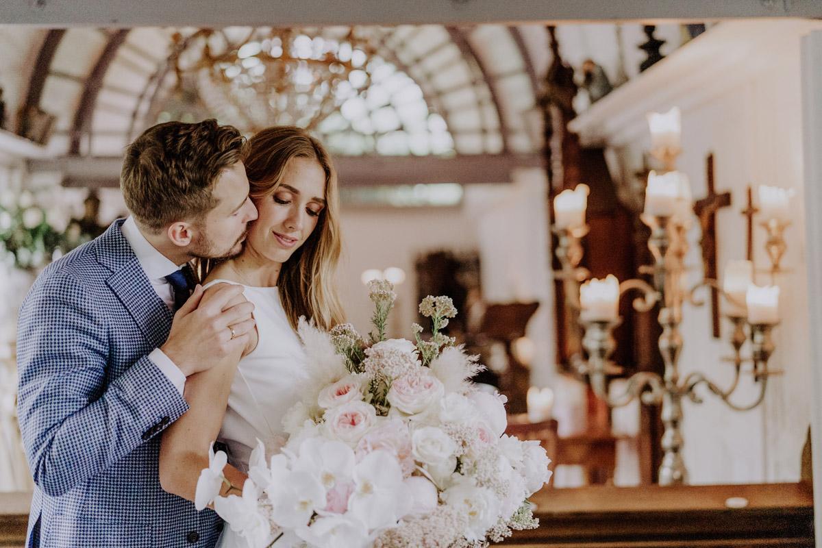natürliche Brautpaarfotos Standesamt Hochzeit Foto Ideen und Tipps Regenhochzeit von Hochzeitsfotografin Berlin © www.hochzeitslicht.de #hochzeitslicht