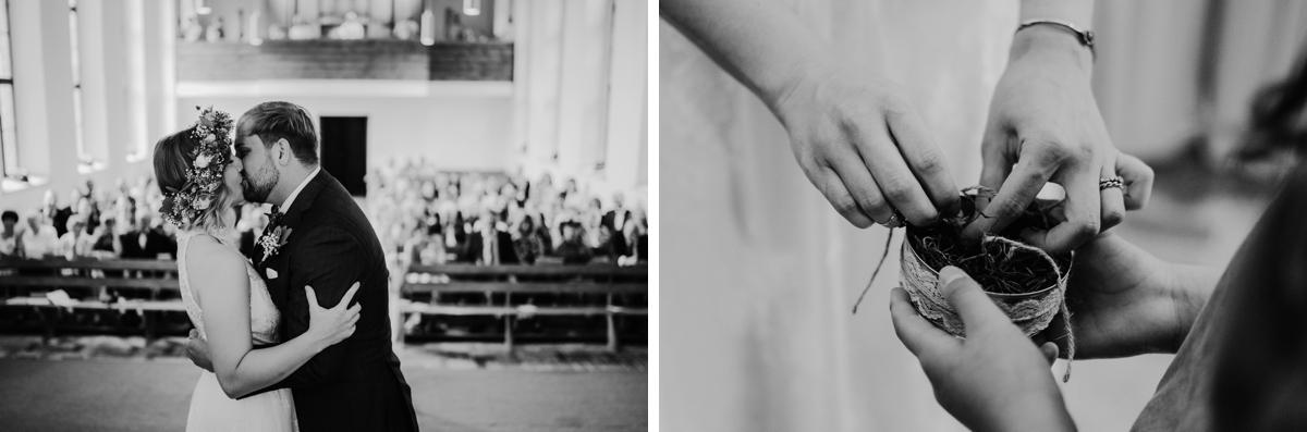 Garten Hochzeit Ideen zuhause feiern nach kirchlicher Hochzeit kleine Hochzeitsfeier draußen zu Hause mit boho, vintage und DIY Hochzeit Dekoration für Tisch und Zelt im Garten in Brandenburg von Hochzeitsfotografin aus Berlin #hochzeitslicht © www.hochzeitslicht.de