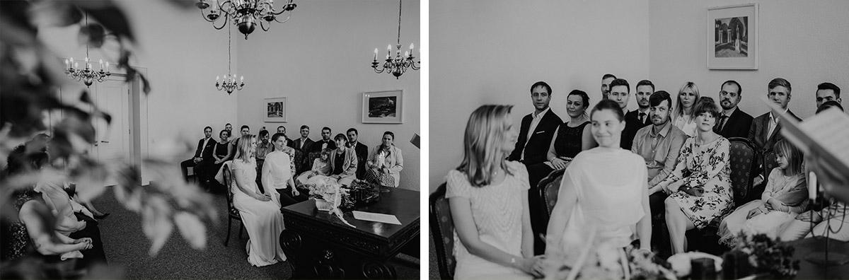 Hochzeitsfotos Trauung Standesamt zwei Frauen - lesbische Hochzeit Frauen im Standesamt in Brandenburg im Schloss Oranienburg und Hochzeitsfeier im Von Greifswald in Hochzeitslocation Berlin; Homosexuelle Hochzeitsbilder von Hochzeitsfotografin © www.hochzeitslicht.de #hochzeitslicht #gleichgeschlechtlich #homo #hochzeit #frauen #lesbisch #gaywedding