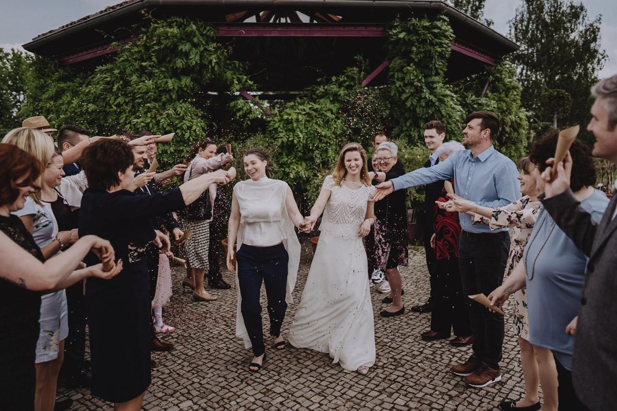 Idee Fotos Hochzeit zwei Frauen - lesbische Hochzeit Frauen im Standesamt in Brandenburg im Schloss Oranienburg und Hochzeitsfeier im Von Greifswald in Hochzeitslocation Berlin; Homosexuelle Hochzeitsbilder von Hochzeitsfotografin © www.hochzeitslicht.de #hochzeitslicht #gleichgeschlechtlich #homo #hochzeit #frauen #lesbisch #gaywedding