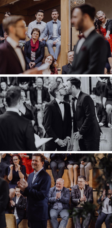 Homo Hochzeit schwule Männer heiraten nach Standesamt in Berlin Friedrichshain mit freier Trauung in Hochzeitslocation Alte Schmiede bzw. Old Smithy's Dizzle von Hochzeitsfotograf © www.hochzeitslicht.de #hochzeitslicht #gaywedding #grooms #samesex #marriage