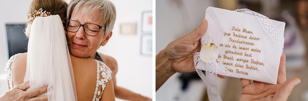 Idee Geschenk Brautmutter Hochzeitstag Freudentränen Taschentuch bestickt - iLand Pier13 Hochzeitslocation Berlin von Hochzeitsfotograf © www.hochzeitslicht.de #hochzeitslicht