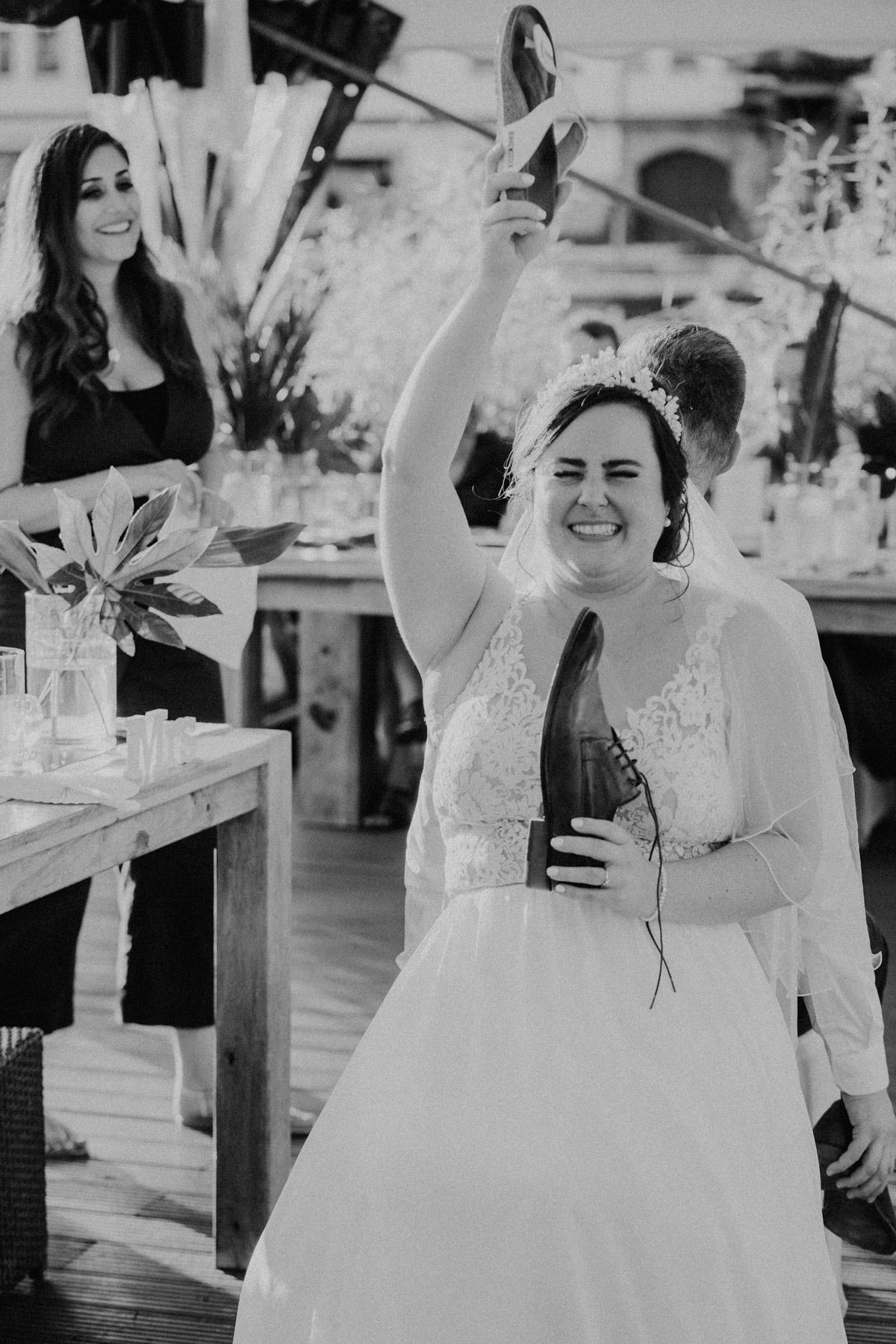 Hochzeitsspiel, Geschenk für Brautpaar, Idee mit Schuhen zur Feier auf iLand Pier13 Hochzeit von Hochzeitsfotograf Berlin © www.hochzeitslicht.de #hochzeitslicht - iLand Pier13 Hochzeit von Hochzeitsfotograf Berlin © www.hochzeitslicht.de #hochzeitslicht