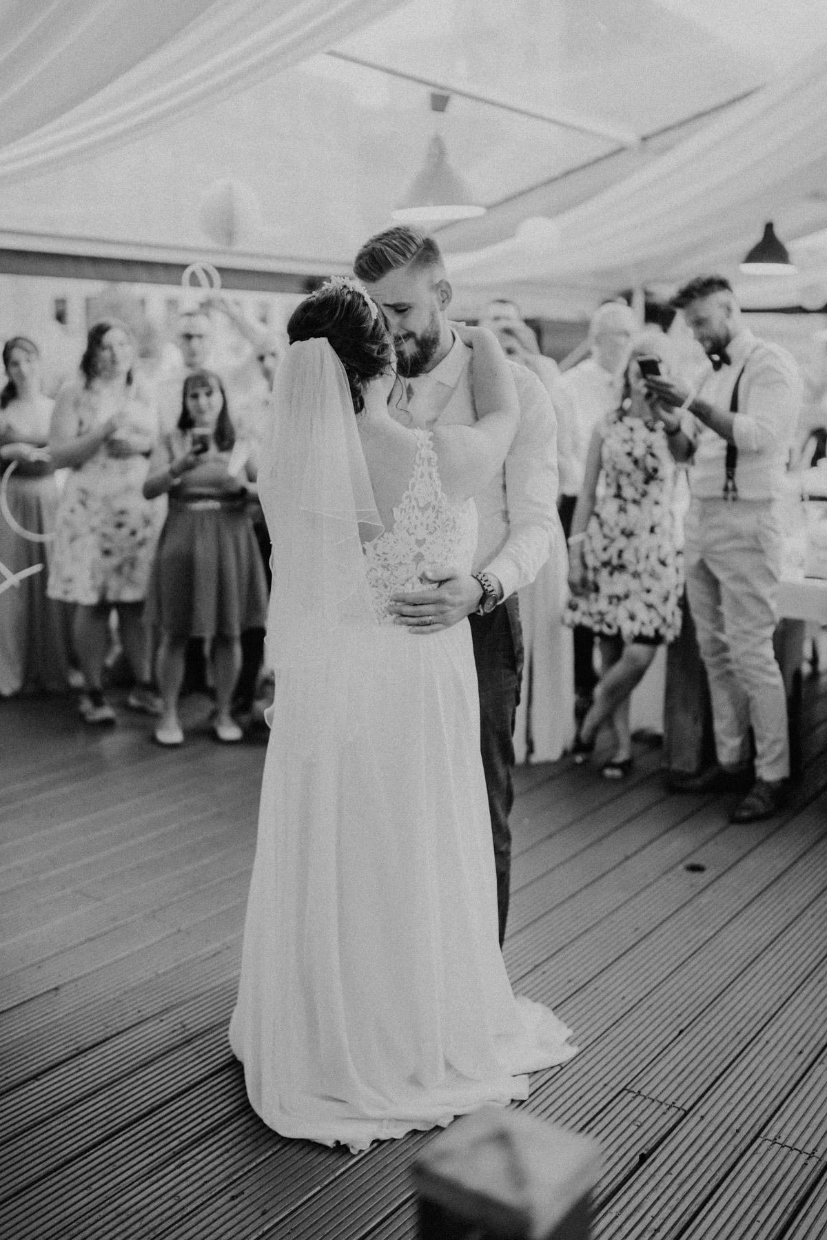 Tanz auf der Hochzeitfeier Programm auf iLand Pier13 Hochzeit von Hochzeitsfotograf Berlin © www.hochzeitslicht.de #hochzeitslicht - iLand Pier13 Hochzeit von Hochzeitsfotograf Berlin © www.hochzeitslicht.de #hochzeitslicht
