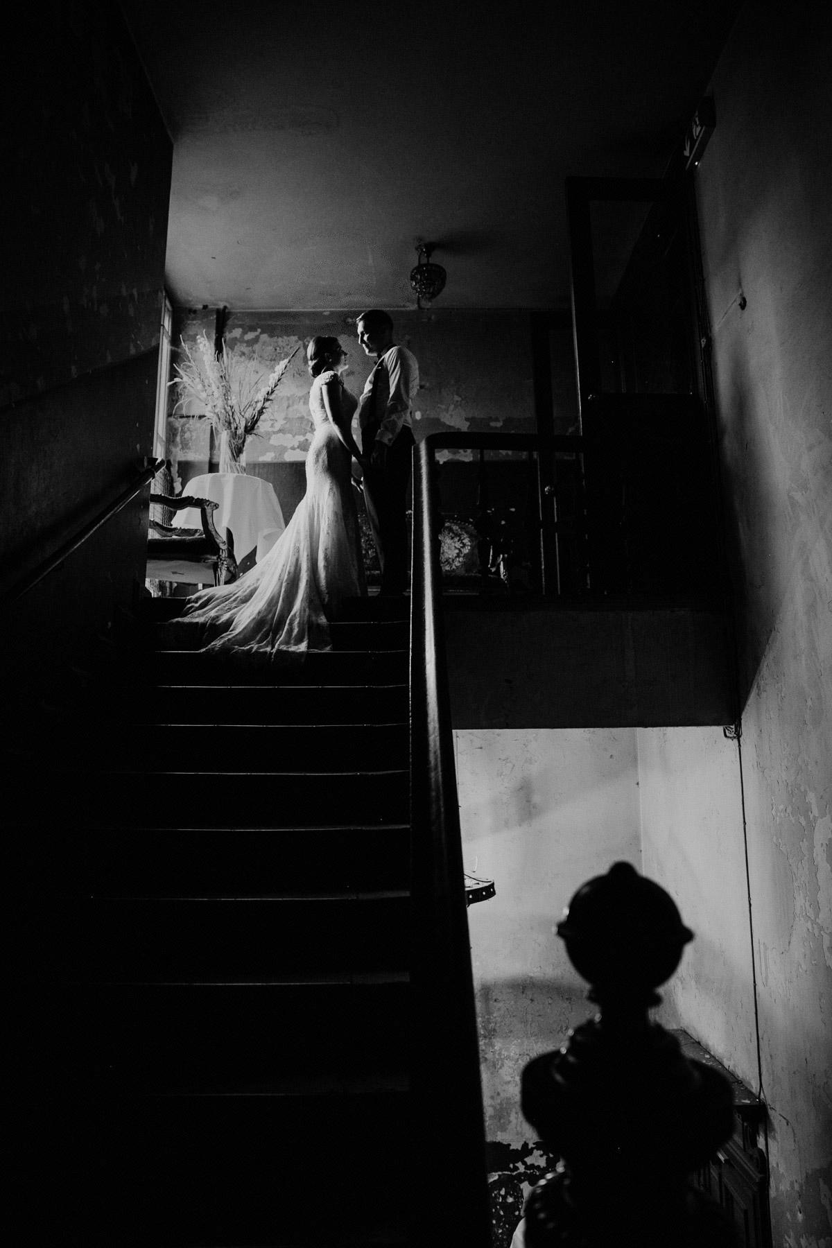Brautpaar Silhouette, Hochzeitsfoto moody, Hochzeitsbild dunkel, Brautpaarshooting Ideen Hochzeitsfotos Hochzeitspaar Silhouette Fotos von Hochzeitsfotograf Berlin © www.hochzeitslicht.de #hochzeitslicht #Brautpaarshooting #Hochzeitsshooting