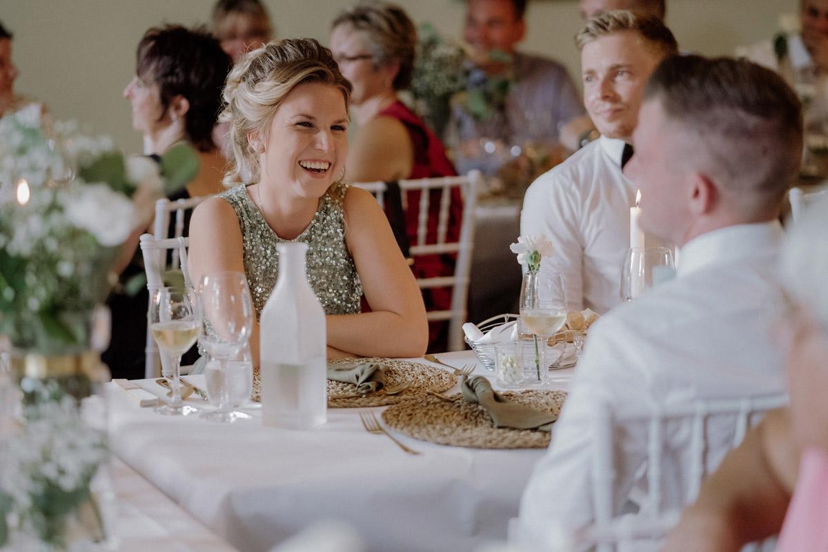 Hochzeitsfoto Gäste Hochzeitsfeier - Hochzeit Shooting Ideen von vintage Hochzeitsfotograf Berlin © www.hochzeitslicht.de #hochzeitslicht auf Schloss Kartzow
