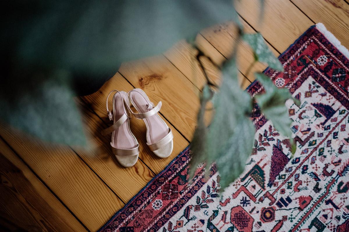 Hochzeitsreportage Boho Hochzeit zu Hause - Standesamt Corona Hochzeit in Brandenburg mit Hochzeitsfilm von Hochzeitsvideograf Berlin in Bekemühle in Dannenwalde © www.hochzeitslicht.de #hochzeitslicht