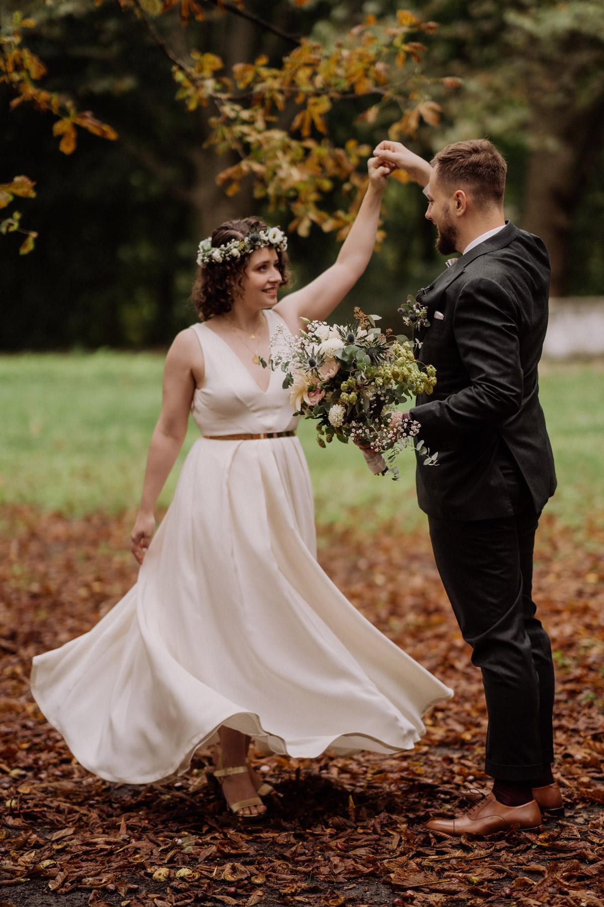 Standesamt Park Shooting Herbsthochzeit mit Hochzeitsfilm von Hochzeitsvideograf Berlin in Bekemühle in Dannenwalde © www.hochzeitslicht.de #hochzeitslicht