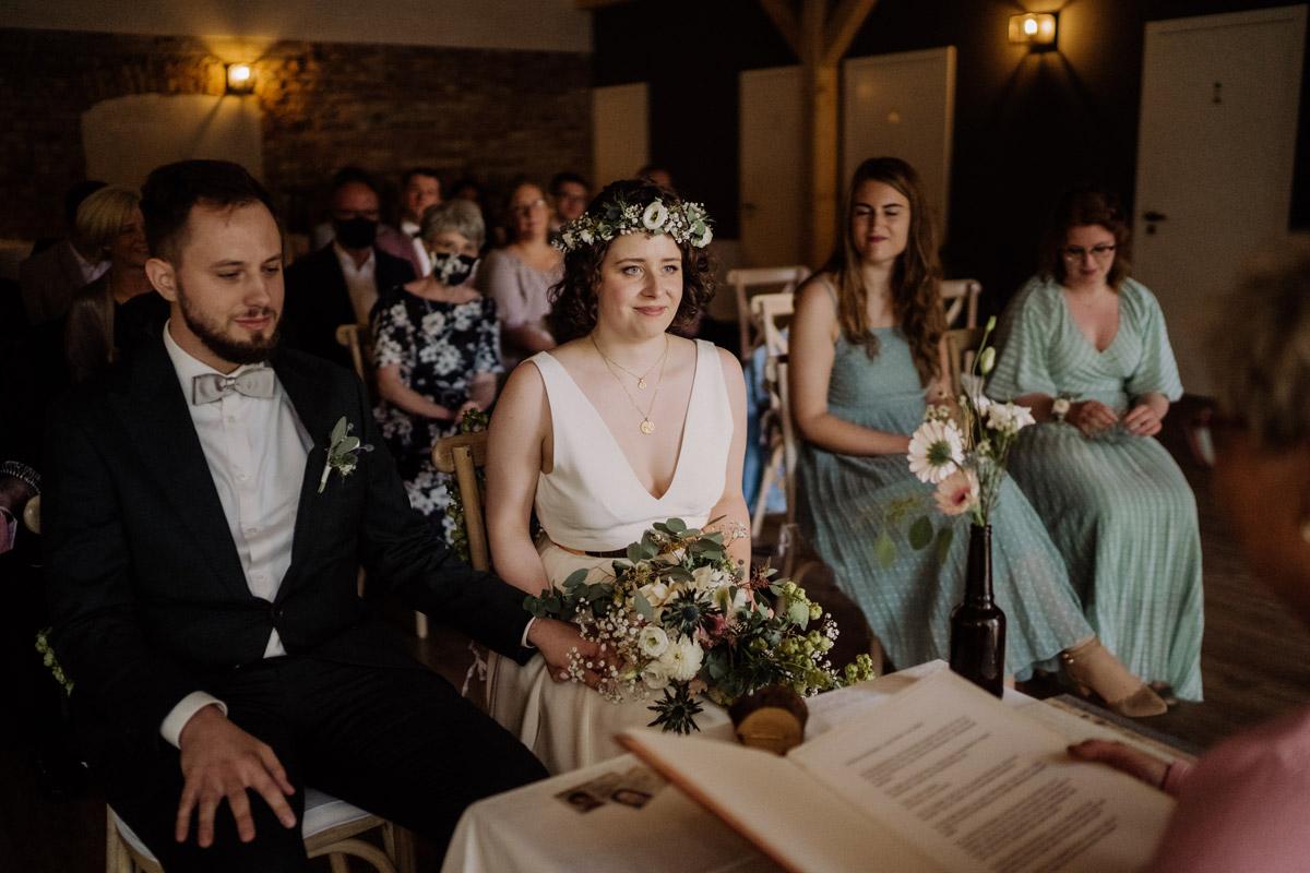 Standesamt Corona Hochzeit in Brandenburg mit Hochzeitsfilm von Hochzeitsvideograf Berlin in Bekemühle in Dannenwalde © www.hochzeitslicht.de #hochzeitslicht