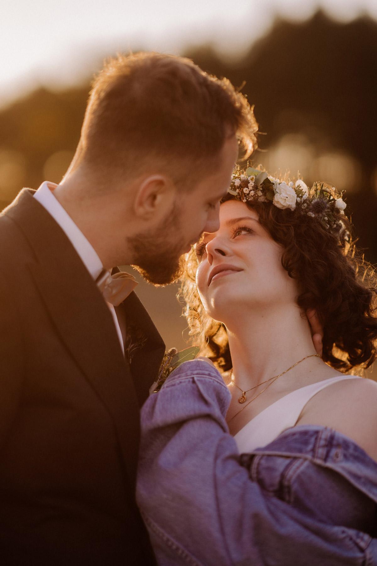 verliebter Blick Braut Brautpaarshooting Ideen Hochzeitsfotos Hochzeitspaar Fotos © www.hochzeitslicht.de #hochzeitslicht #hochzeitsshooting