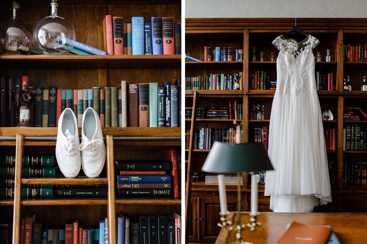 Idee Hochzeitsfotos Brautkleid Schuhe Braut Hochzeit weiße Sneaker - Standesamtliche Trauung in Kirche und Hochzeit im Soho House Berlin von Hochzeitsfotografin © www.hochzeitslicht.de #hochzeitslicht