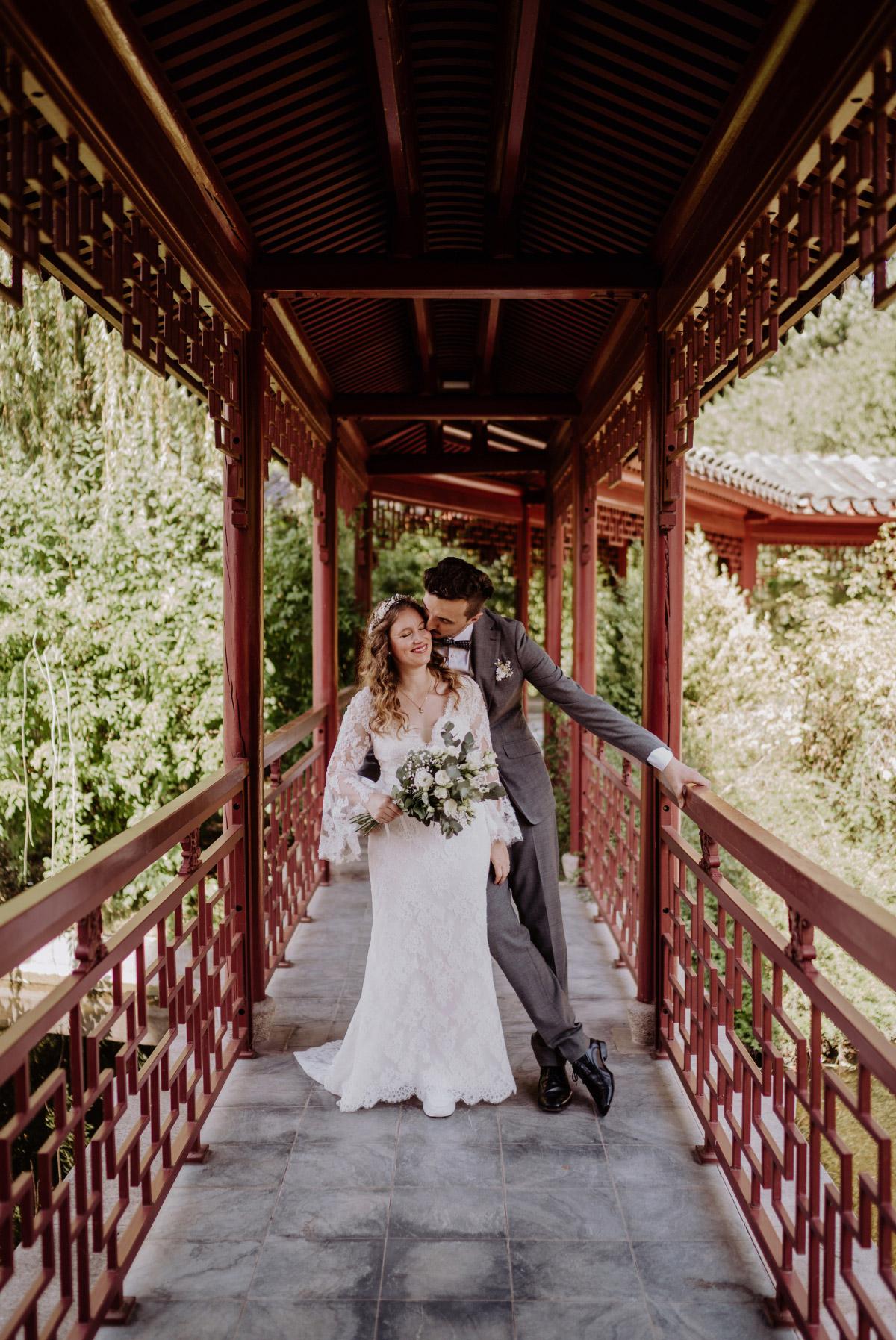 Standesamt Berlin - Corona Hochzeit im Standesamt Berlin Gärten der Welt Chinesischer Garten - mehr im Blog von Hochzeitsfotografin Berlin © www.hochzeitslicht.de #hochzeitslicht