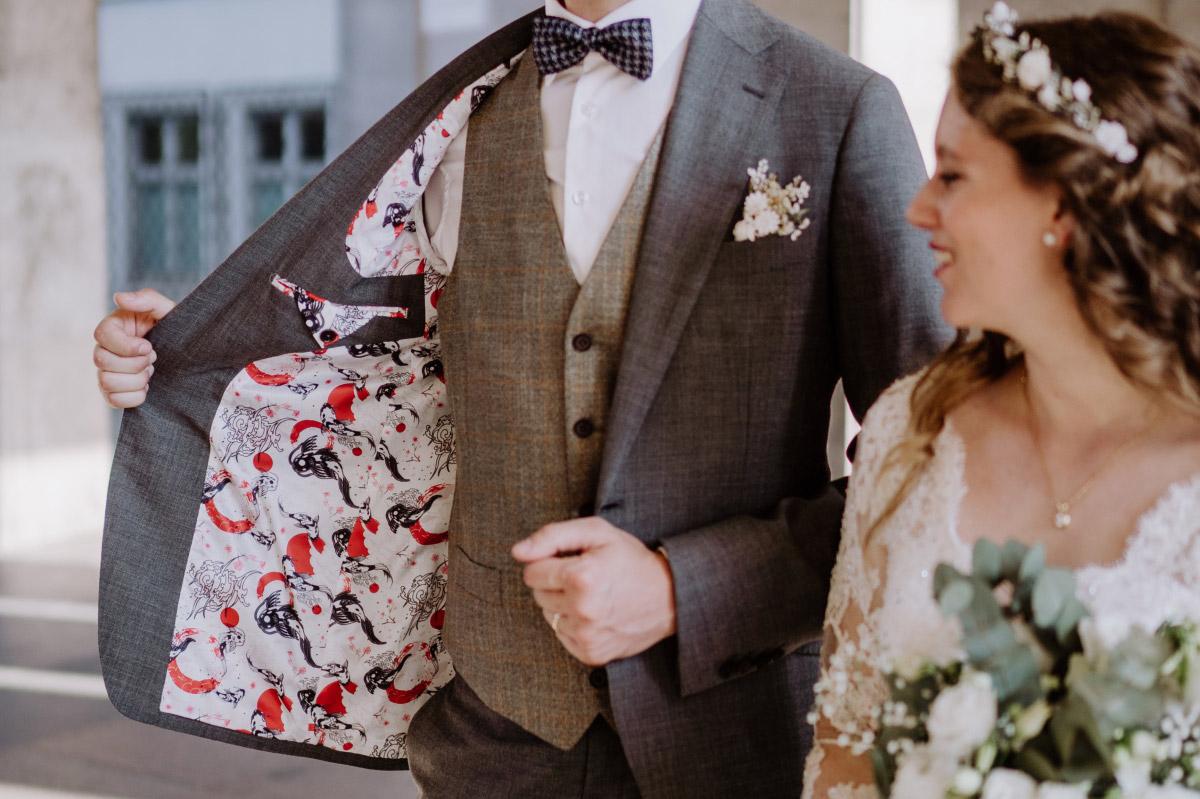 Idee Hochzeit Stil asiatisch - Corona Hochzeit im Standesamt Berlin Gärten der Welt Chinesischer Garten - mehr im Blog von Hochzeitsfotografin Berlin © www.hochzeitslicht.de #hochzeitslicht