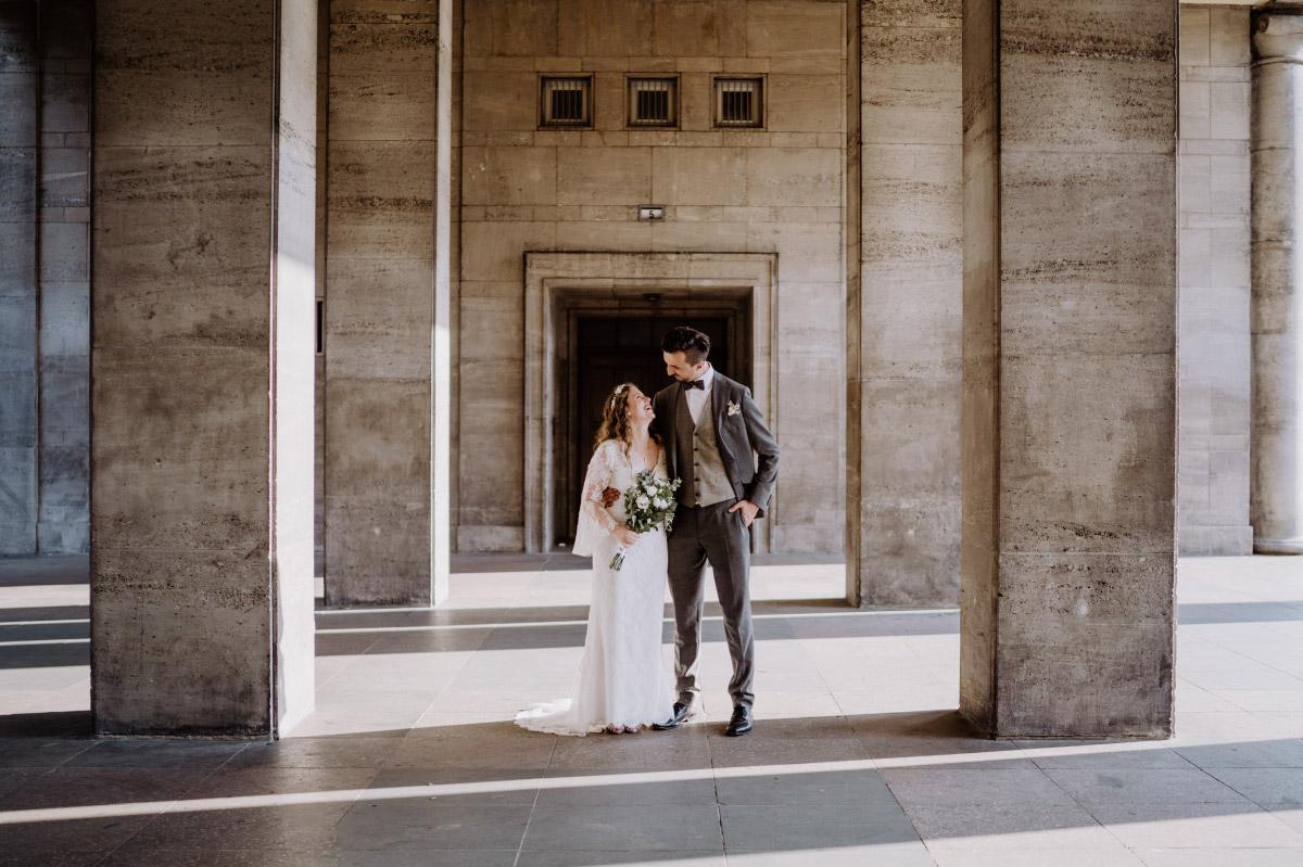 Fotoshooting Hochzeit Friedrichshain - Corona Hochzeit im Standesamt Berlin Gärten der Welt Chinesischer Garten - mehr im Blog von Hochzeitsfotografin Berlin © www.hochzeitslicht.de #hochzeitslicht