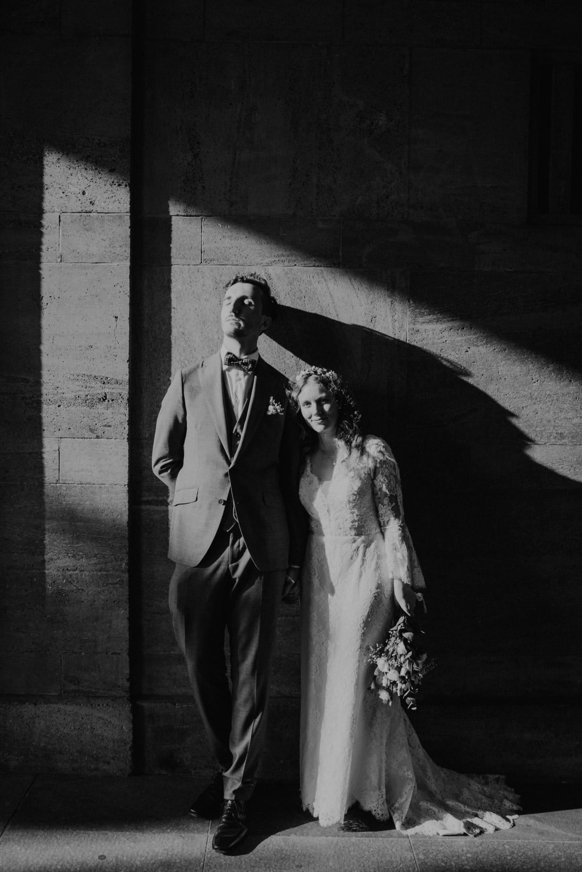 Hochzeitsfotos Ideen Standesamt - Corona Hochzeit im Standesamt Berlin Gärten der Welt Chinesischer Garten - mehr im Blog von Hochzeitsfotografin Berlin © www.hochzeitslicht.de #hochzeitslicht