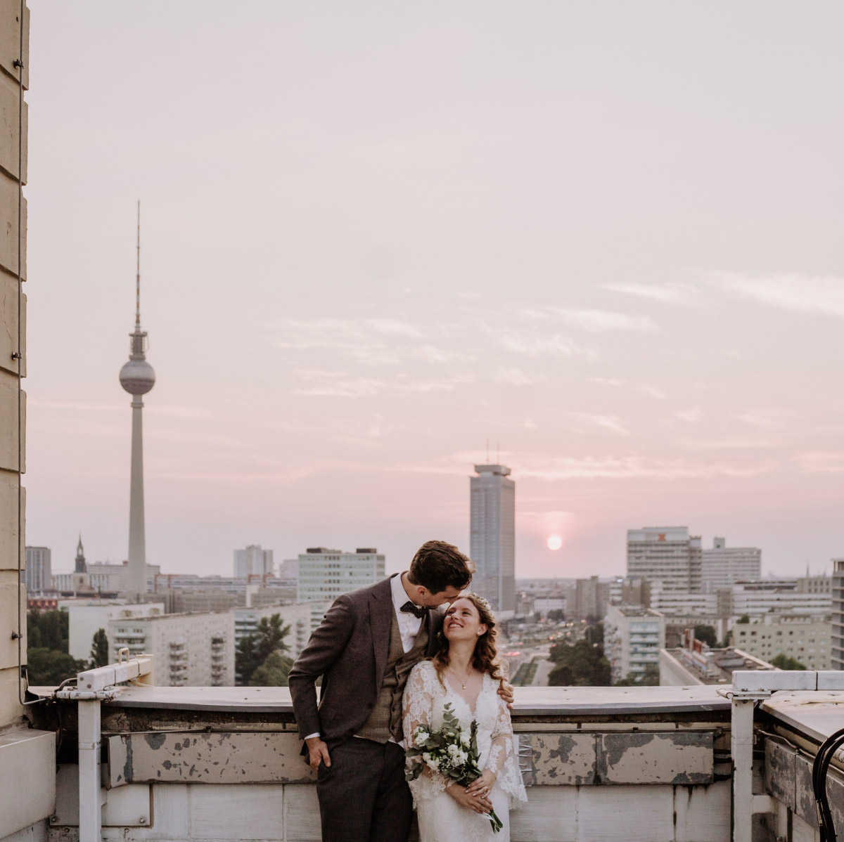 Standesamt Berlin Hochzeit - Corona Hochzeit im Standesamt Berlin Gärten der Welt Chinesischer Garten - mehr im Blog von Hochzeitsfotografin Berlin © www.hochzeitslicht.de #hochzeitslicht