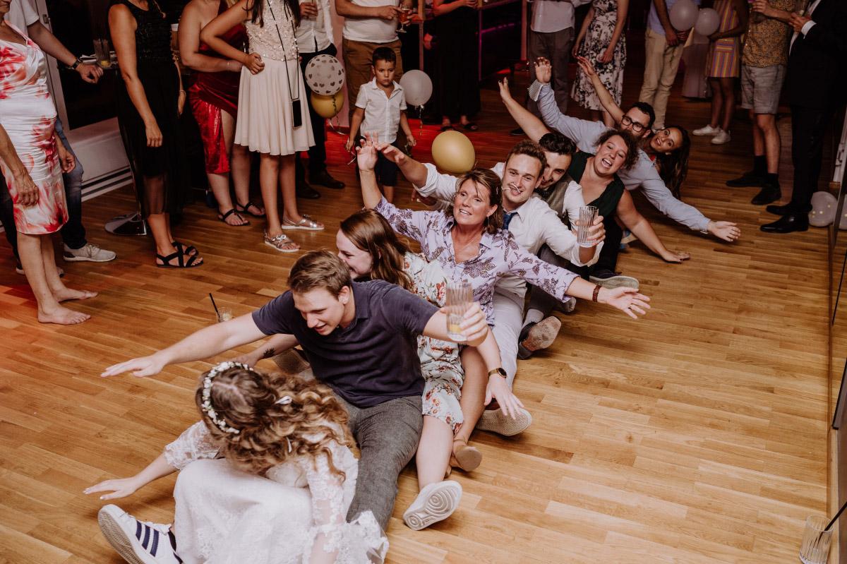 Hochzeitsspiele Unterhaltung Gäste - Corona Hochzeit im Standesamt Berlin Gärten der Welt Chinesischer Garten - mehr im Blog von Hochzeitsfotografin Berlin © www.hochzeitslicht.de #hochzeitslicht