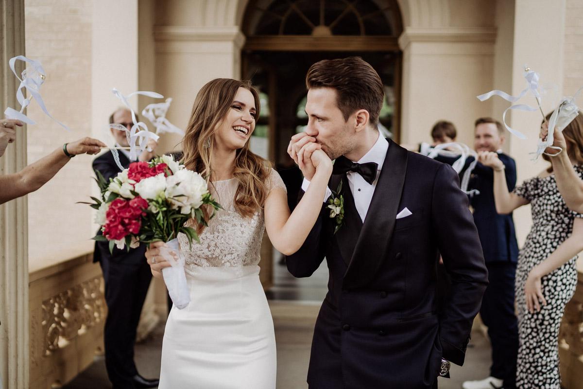Standesamt Potsdam Hochzeit im Schloss Belvedere auf dem Pfingstberg mit Tipps für natürliche Brautpaarfotos von Hochzeitsfotograf Berlin © www.hochzeitslicht.de #hochzeitslicht