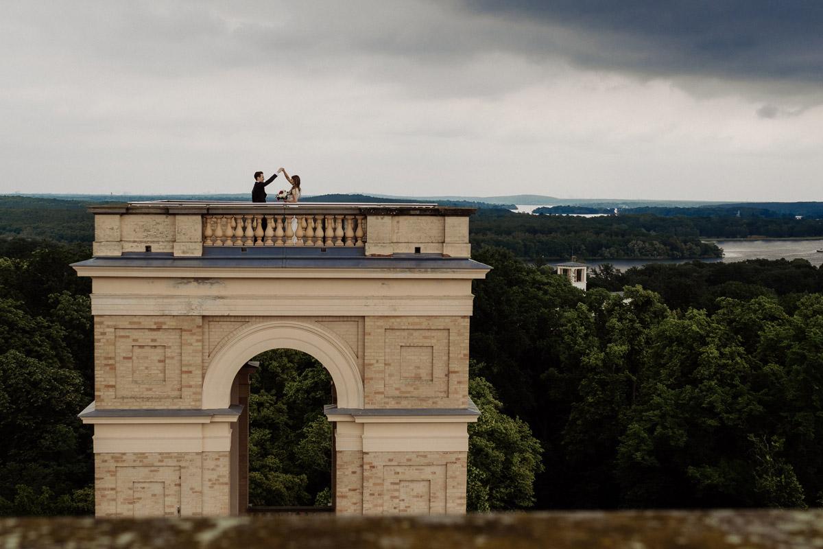 Standesamt Potsdam Hochzeit im Schloss Belvedere auf dem Pfingstberg mit Tipps für natürliche Hochzeitspaarfotos von Hochzeitsfotograf Berlin © www.hochzeitslicht.de #hochzeitslicht