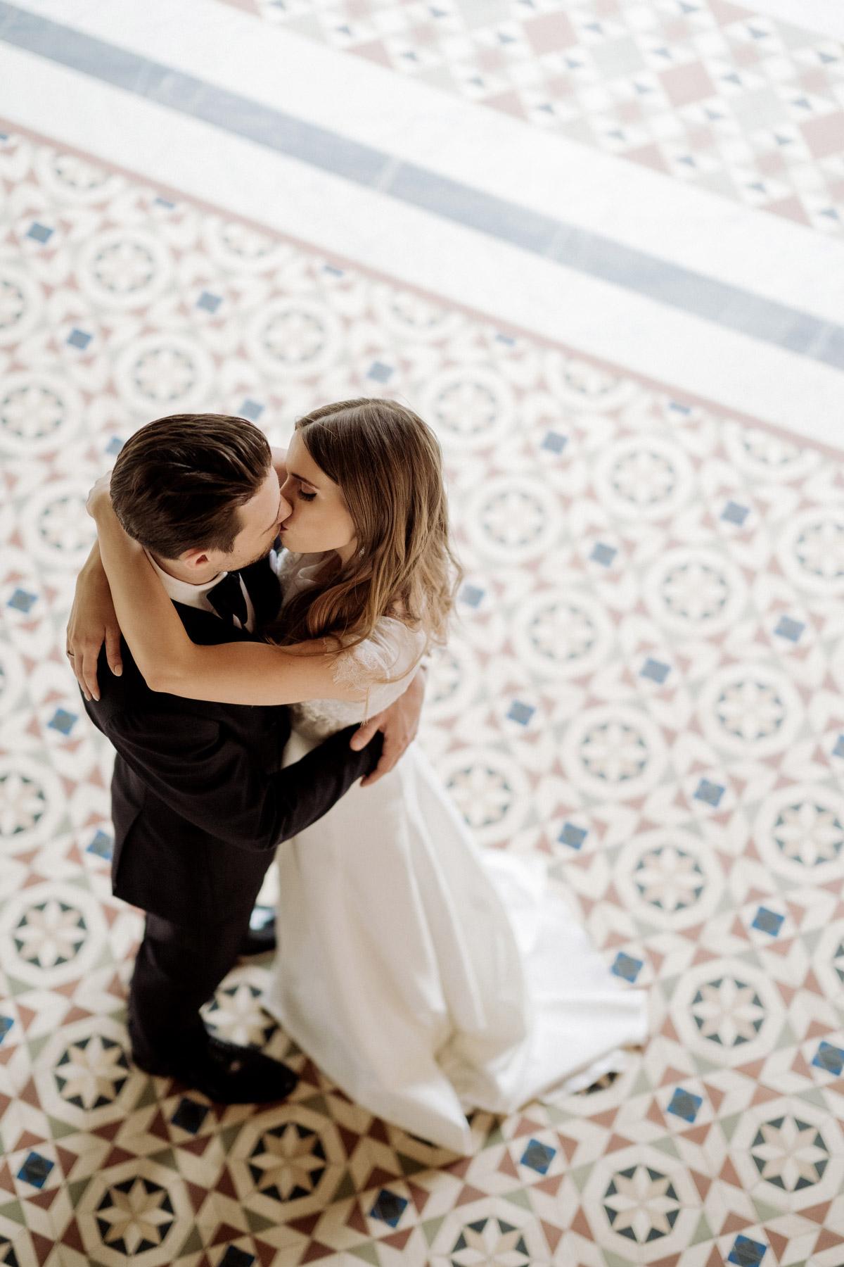 natürliche Hochzeitsfotos; Standesamt Potsdam Hochzeit im Schloss Belvedere auf dem Pfingstberg mit Tipps für natürliche Brautpaarfotos von Hochzeitsfotograf Berlin © www.hochzeitslicht.de #hochzeitslicht