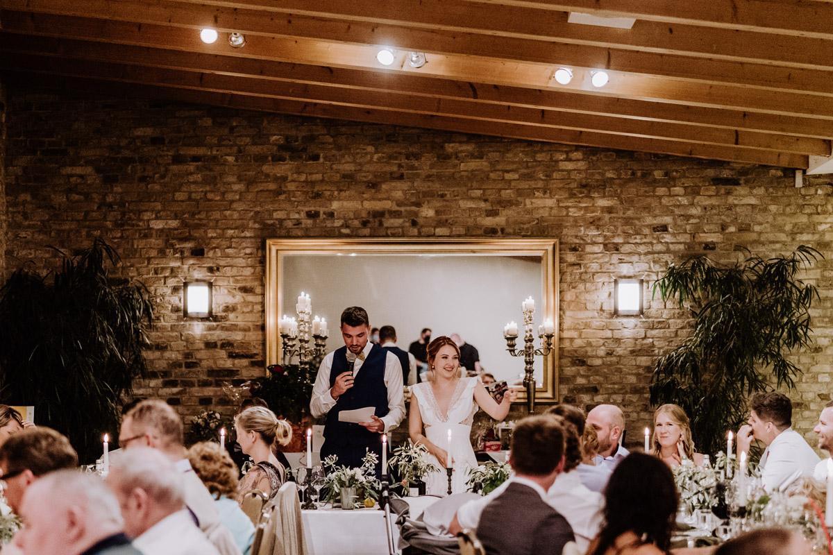 Hochzeit Kavalierhaus Caputh - mehr Hochzeit Fotos aus Corona Zeit im Blog von vintage Hochzeitsfotograf Brandenburg Potsdam © www.hochzeitslicht.de #hochzeitslicht