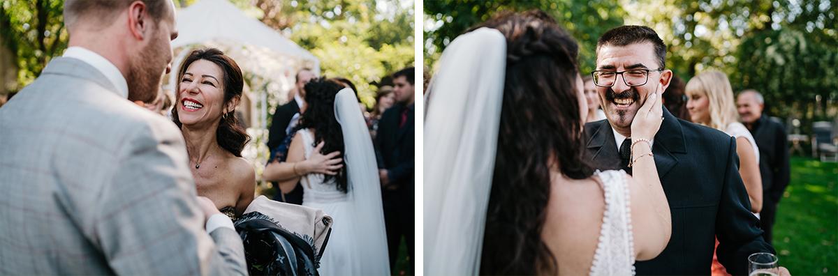 Hochzeitsfotos Gratulation Gäste nach Trauung - Oberhafenkantine Berlin Hochzeit am Wasser, urbane Garten DIY-Hochzeit von Hochzeitsfotograf Berlin © www.hochzeitslicht.de #hochzeitslicht