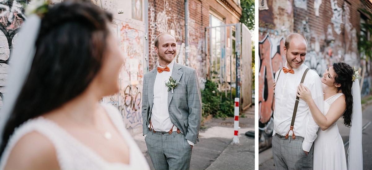 urbane Hochzeitsfotos Graffiti - Oberhafenkantine Berlin Hochzeit am Wasser, urbane Garten DIY-Hochzeit von Hochzeitsfotograf Berlin © www.hochzeitslicht.de #hochzeitslicht