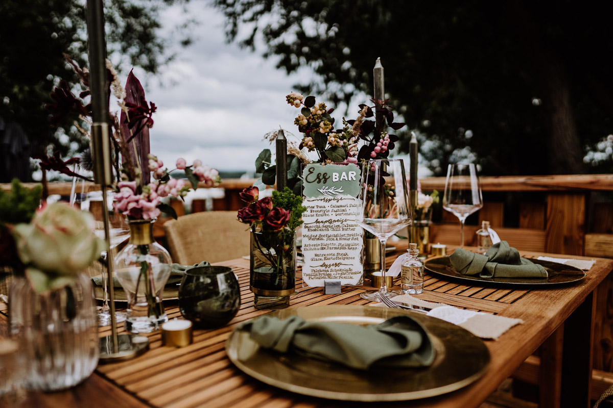 Idee Tischdeko vintage Hochzeit natürlich - Resort Schwielowsee Hochzeit mit freier Trauung von Hochzeitsfotograf Potsdam © www.hochzeitslicht.de #hochzeitslicht