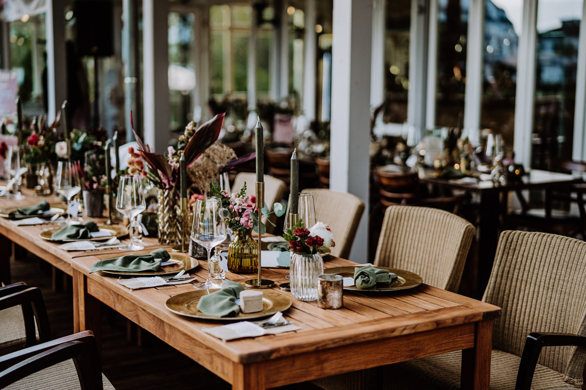 Idee Dekoration Tisch Boho Hochzeit edel - Resort Schwielowsee Hochzeit mit freier Trauung von Hochzeitsfotograf Potsdam © www.hochzeitslicht.de #hochzeitslicht