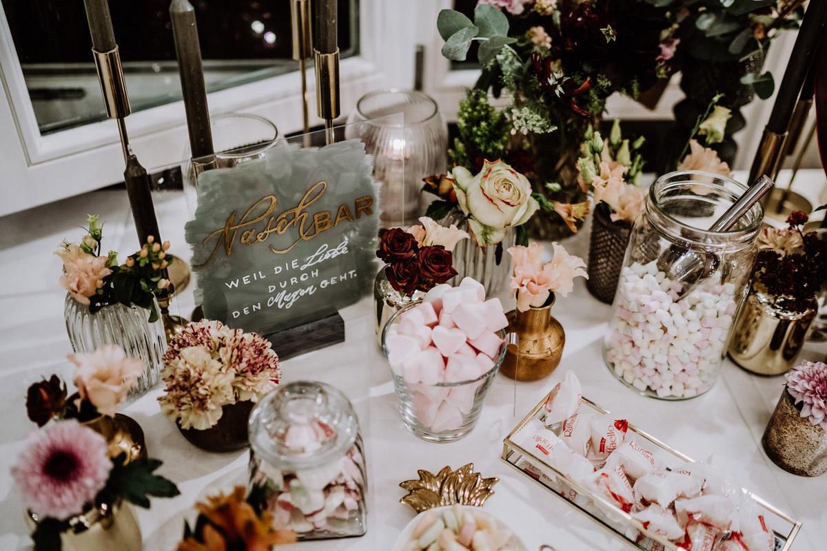 Idee Candy Bar elegante vintage Hochzeit - Resort Schwielowsee Hochzeit mit freier Trauung von Hochzeitsfotograf Potsdam © www.hochzeitslicht.de #hochzeitslicht