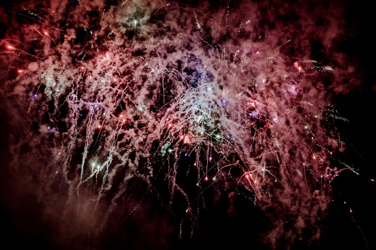 Idee Feuerwerk zur Hochzeit - Resort Schwielowsee Hochzeit mit freier Trauung von Hochzeitsfotograf Potsdam © www.hochzeitslicht.de #hochzeitslicht