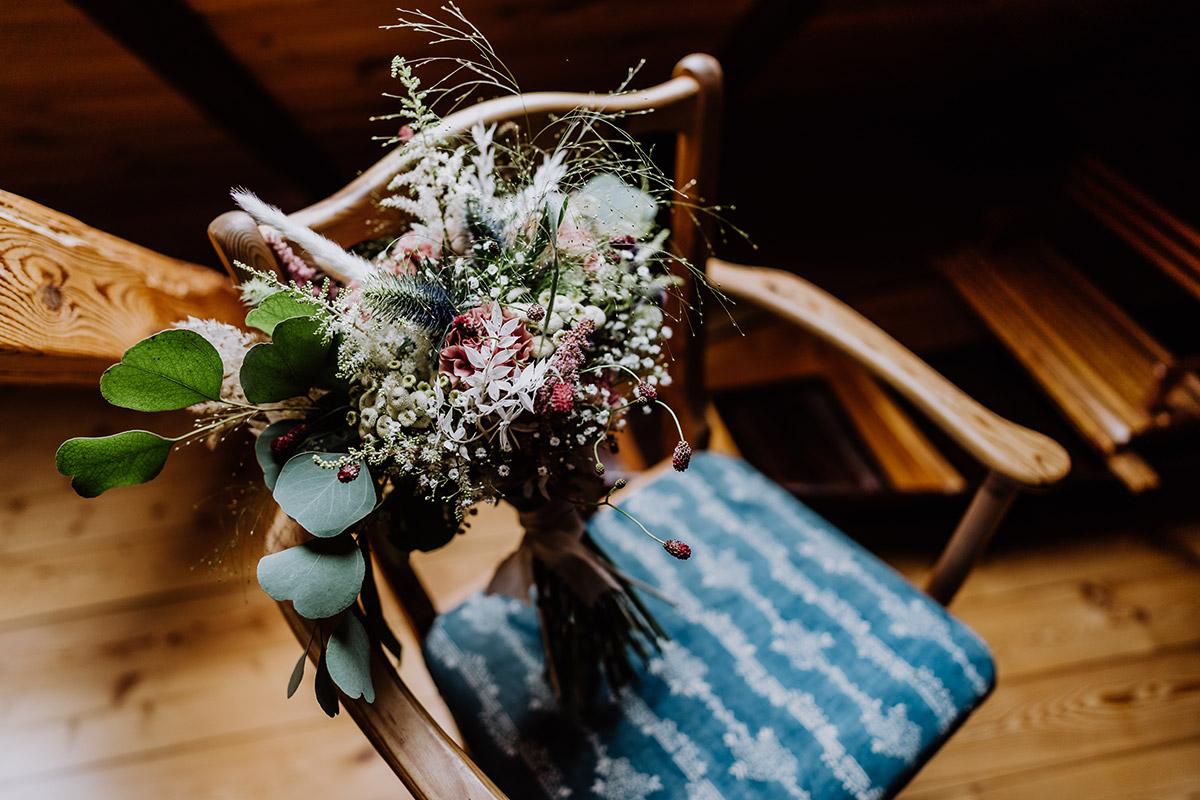 Idee Brautstrauß Herbsthochzeit - Spreewald Hochzeitsfotograf aus Berlin im Standesamt Weidendom im Spreewaldresort Seinerzeit und Spreewood Distillers © www.hochzeitslicht.de #hochzeitslicht
