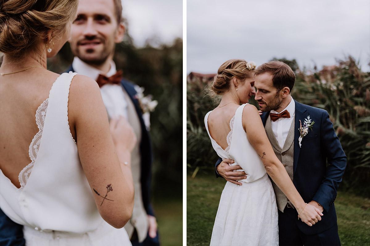 intime Brautpaarfotos Tanz - Spreewald Hochzeitsfotograf aus Berlin im Standesamt Weidendom im Spreewaldresort Seinerzeit und Spreewood Distillers © www.hochzeitslicht.de #hochzeitslicht