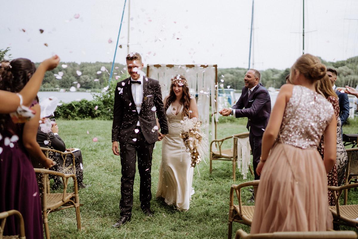 Pfaueninsel Hochzeit - Standesamt Rathaus Schmargendorf Hochzeit am Schloss Charlottenburg, auf der Pfaueninsel und im Amano Grand Central Hotel von Boho Hochzeitsfotograf Berlin © www.hochzeitslicht.de #hochzeitslicht