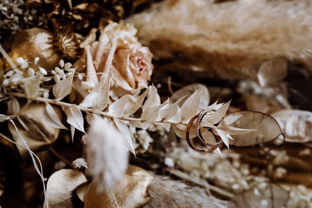 Schloss Charlottenburg Hochzeit - Standesamt Rathaus Schmargendorf Hochzeit am Schloss Charlottenburg, auf der Pfaueninsel und im Amano Grand Central Hotel von Boho Hochzeitsfotograf Berlin © www.hochzeitslicht.de #hochzeitslicht