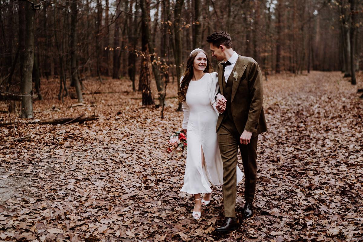 natürliche Hochzeitsfotografie - Hochzeitsfotograf Standesamt Berlin im Rathaus Schmargendorf auf Winterhochzeit im Wald und urban in der Stadt © www.hochzeitslicht.de #hochzeitslicht