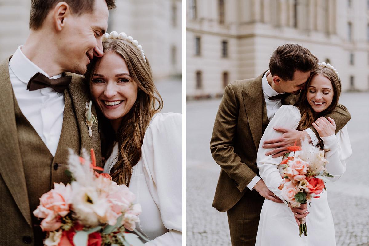 verliebte Fotos zur Hochzeit - Hochzeitsfotograf Standesamt Berlin im Rathaus Schmargendorf auf Winterhochzeit im Wald und urban in der Stadt © www.hochzeitslicht.de #hochzeitslich