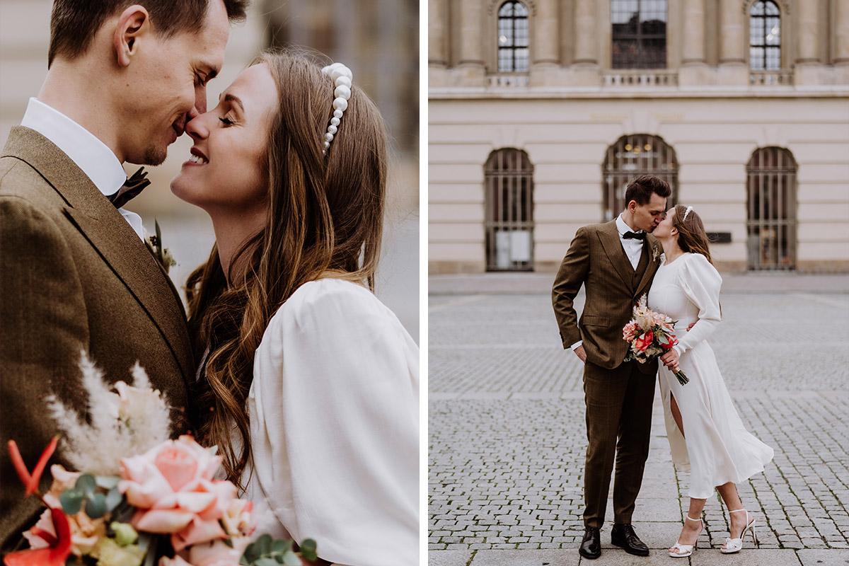 Hochzeitsfotos Kuss - Hochzeitsfotograf Standesamt Berlin im Rathaus Schmargendorf auf Winterhochzeit im Wald und urban in der Stadt © www.hochzeitslicht.de #hochzeitslicht