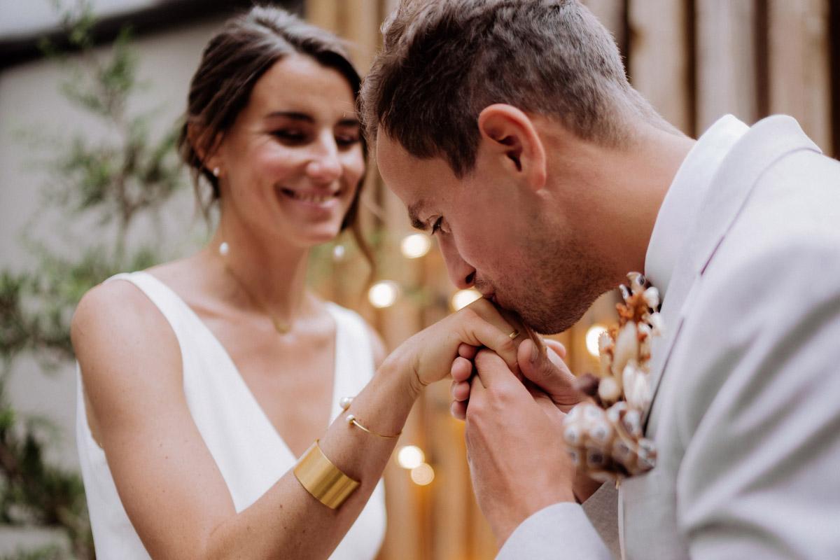 freie Trauung ohne Gäste - schöne Hochzeitslocations in Berlin zu finden in der urbanen Elopement Hochzeitsreportage von Hochzeitsfotograf Berlin © www.hochzeitslicht.de #hochzeitslicht