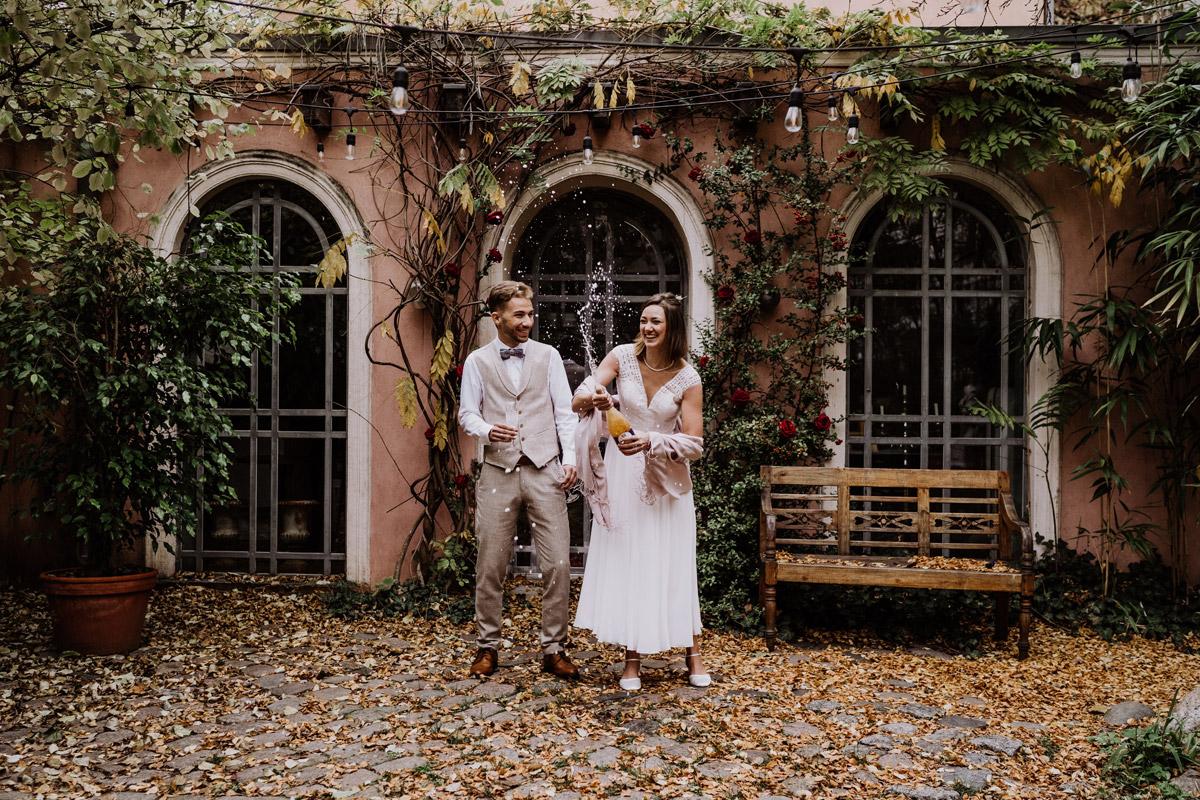 Hochzeit zu zweit - Standesamt Hochzeitsfotograf Berlin im Rathaus Spandau und im Ballsaal Studio auf Hochzeit zu zweit im Winter © www.hochzeitslicht.de #hochzeitslicht