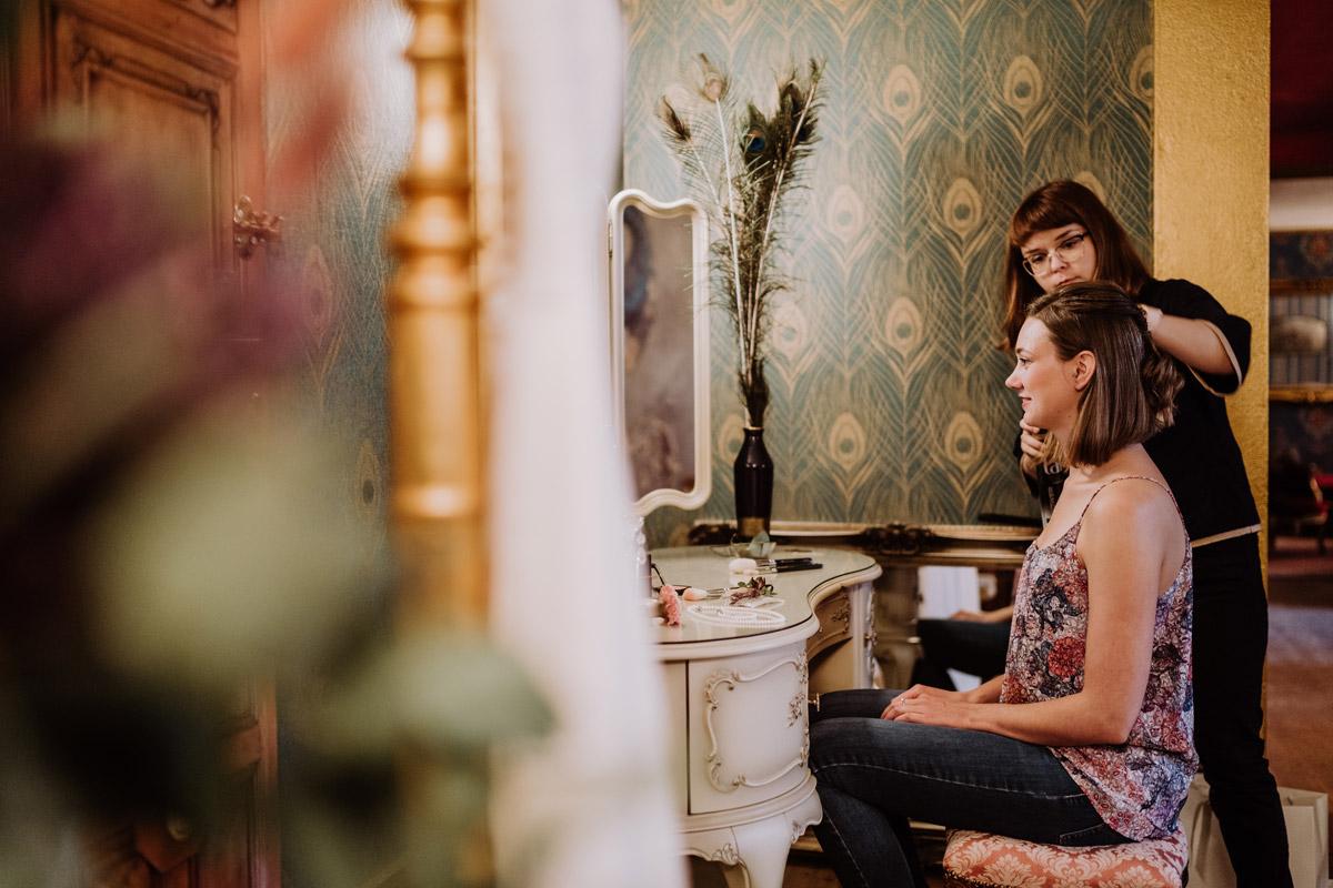 Styling Braut Standesamt - Standesamt Hochzeitsfotograf Berlin im Rathaus Spandau und im Ballsaal Studio auf Hochzeit zu zweit im Winter © www.hochzeitslicht.de #hochzeitslicht
