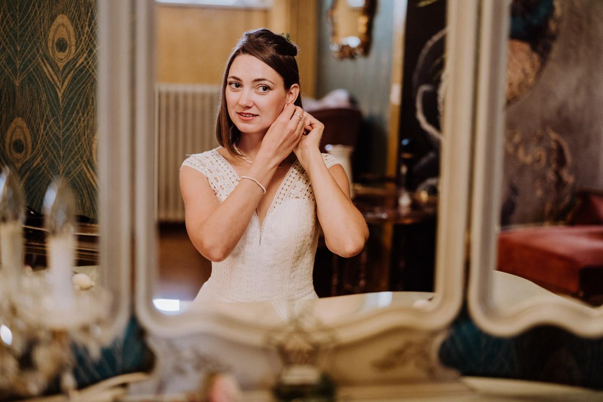 Standesamt Outfit Braut - Standesamt Hochzeitsfotograf Berlin im Rathaus Spandau und im Ballsaal Studio auf Hochzeit zu zweit im Winter © www.hochzeitslicht.de #hochzeitslicht