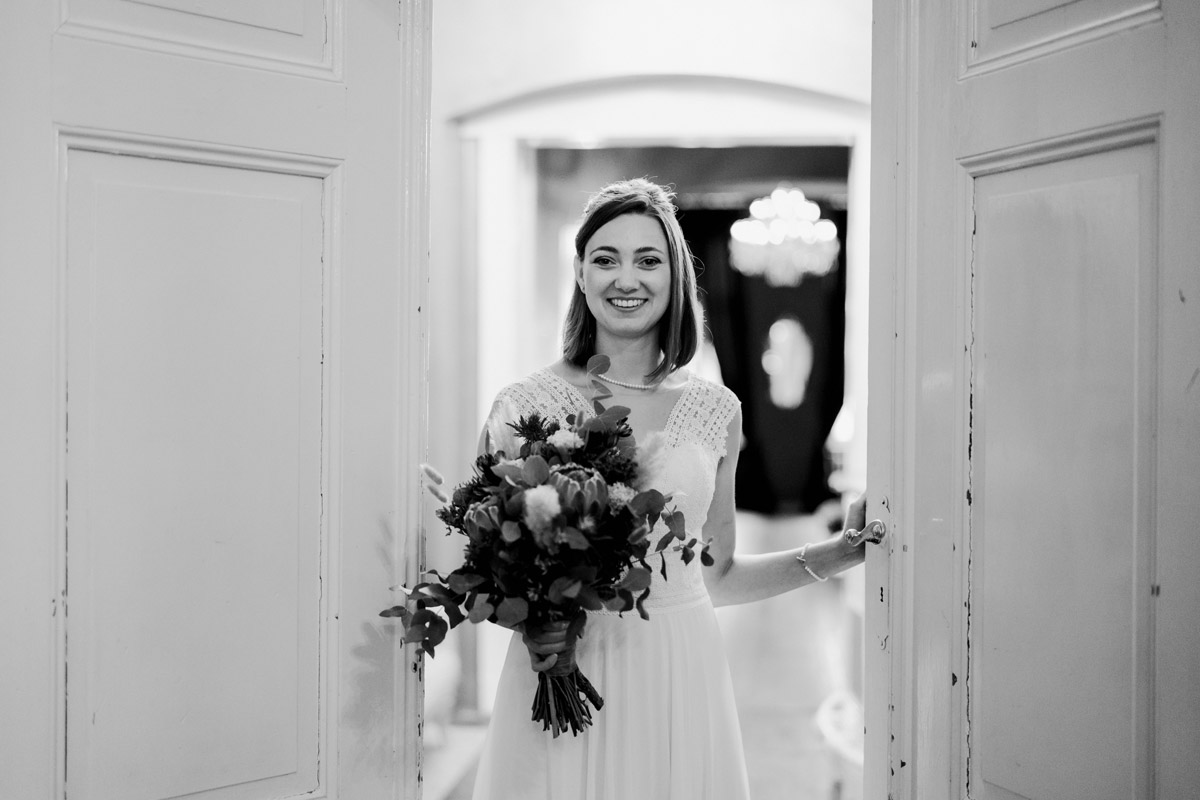 Portrait Hochzeit Braut - Standesamt Hochzeitsfotograf Berlin im Rathaus Spandau und im Ballsaal Studio auf Hochzeit zu zweit im Winter © www.hochzeitslicht.de #hochzeitslicht